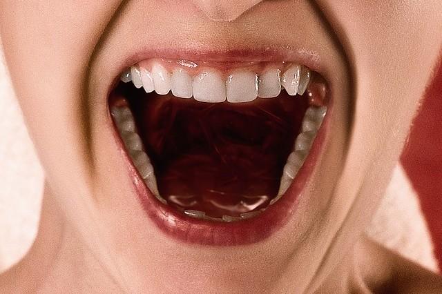 implante dentário