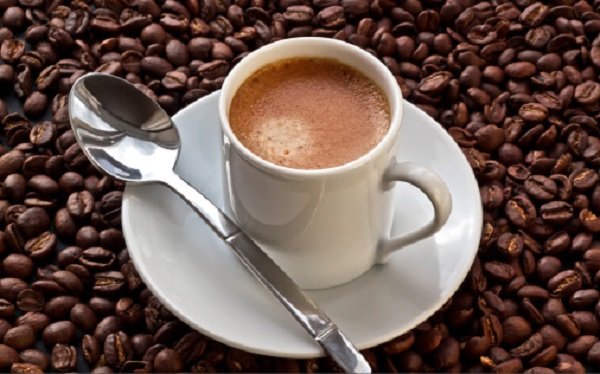 Beber café previne contra o cancro