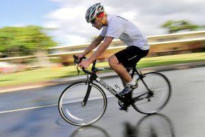 andar de bicicleta
