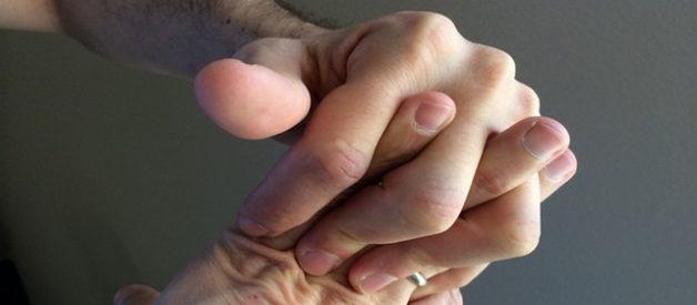 estalar os dedos faz mal