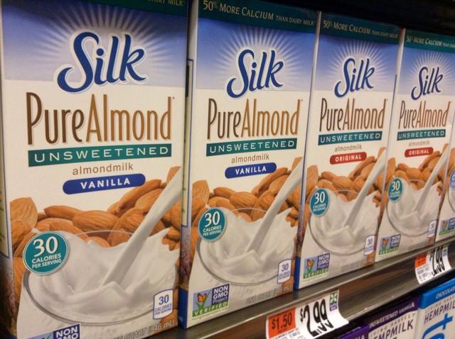 leite de amêndoas ou leite de soja