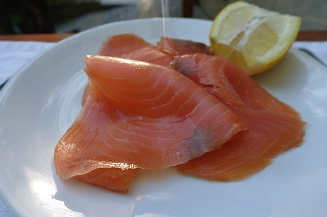 Riscos de comer peixe cru