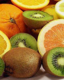 Suco detox com kiwi e laranja